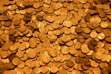 A mass or hoard of golden coins